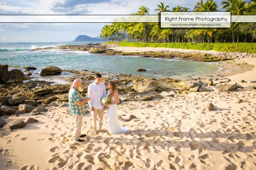 Beach Wedding Ceremony Oahu: Waikiki Wedding Photographer - Oahu Hawaii